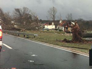 tornadoonrichm,ondhighway
